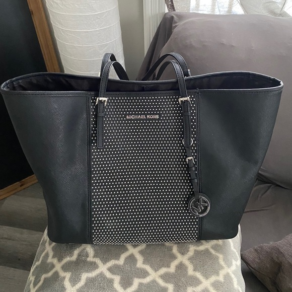 🖤 Micheal Kors Studded Tote 🌈